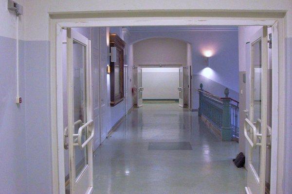 Vastzetinstallatie school