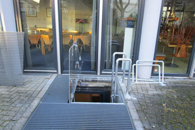 Emergency escape hatch with gas springs